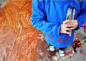 arte crianca pincel cores tinta tela escola infantil de artes